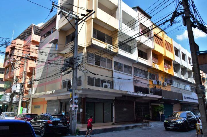 Commercial building soi pridi banomyong 40 05