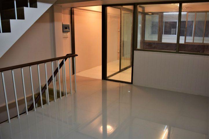 Commercial building soi pridi banomyong 40 06