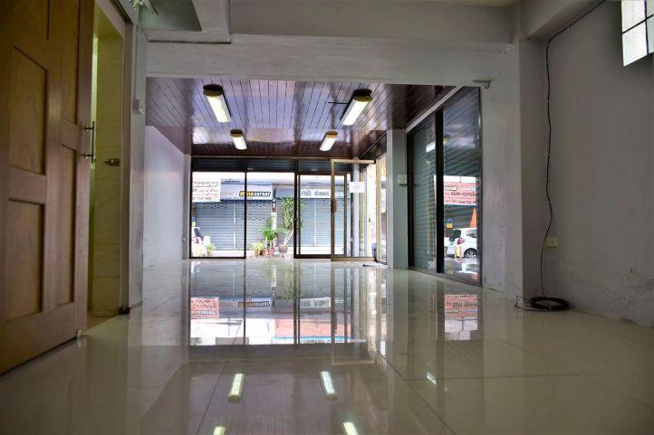 Commercial building soi pridi banomyong 40 08