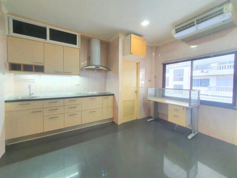 Modern loft office in ramkhamhaeng 06