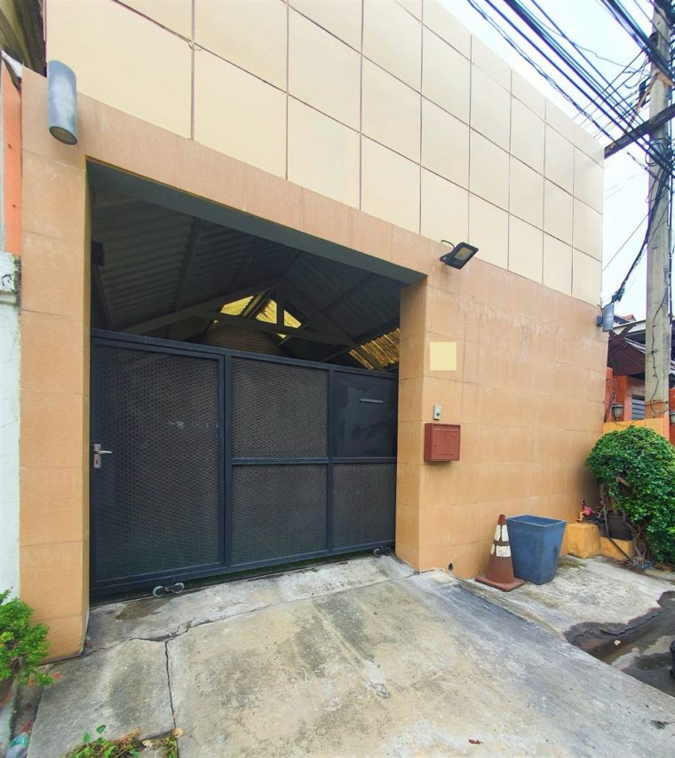 Modern loft office in ramkhamhaeng 11